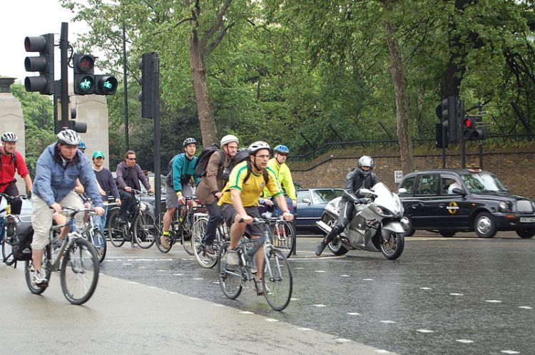 Cyclists_at_Hyde_Park_corner_roundabout_in_London.jpg
