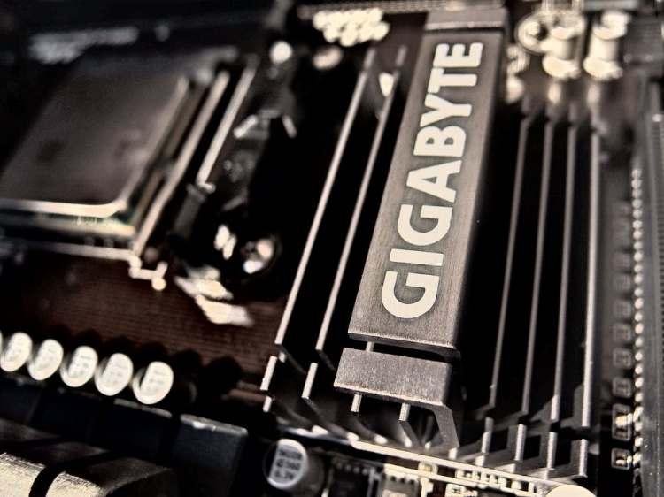 technology-computer-metal-industry-163150.jpeg