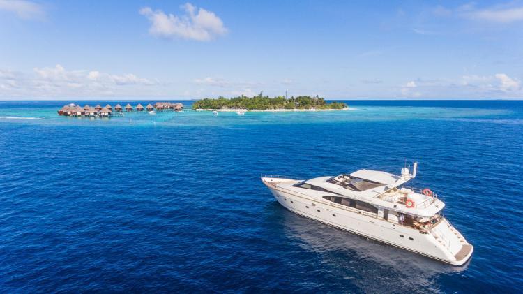 Nawaimaa Maldives Yacht.jpg