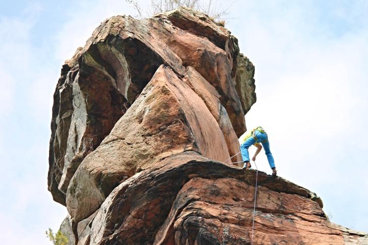 climb-2789890_1920.jpg