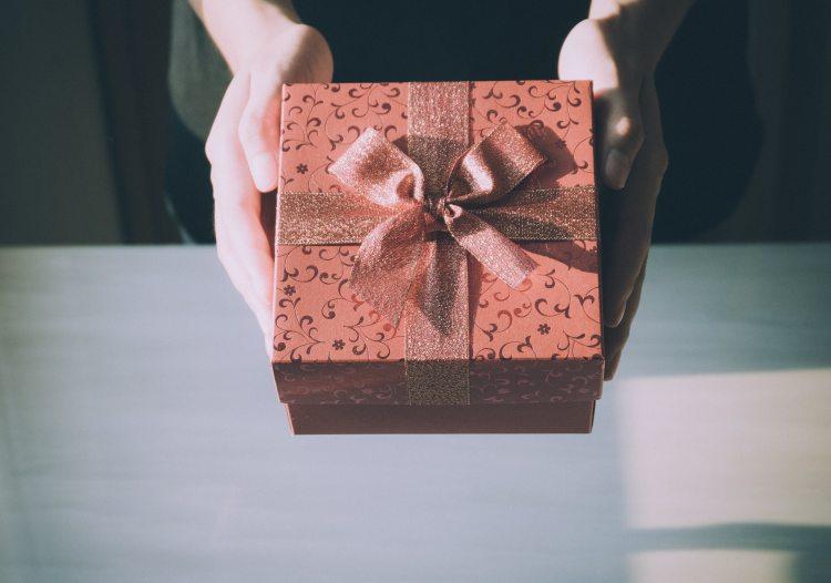 adult-birthday-birthday-gift-360624.jpg